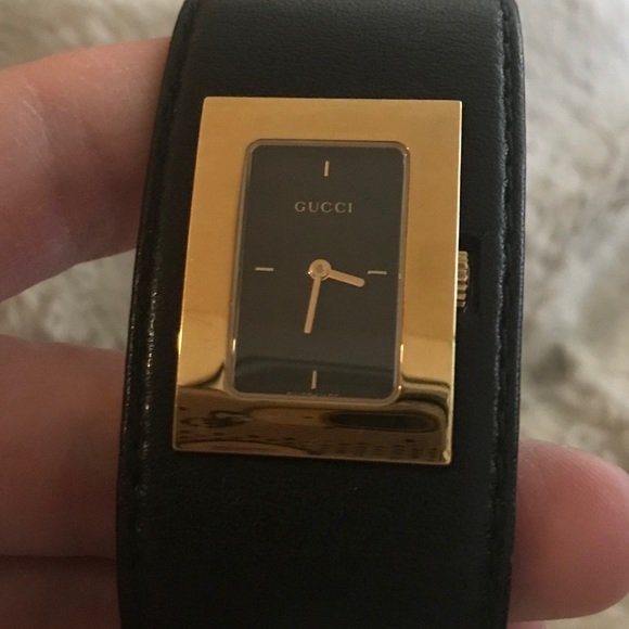 5f72d9bba25 Gucci Accessories - Gucci 7800L series gold on the face w leather band
